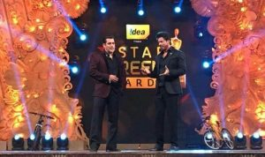 salman-khan-shah-rukh-khan-at-star-screen-awards