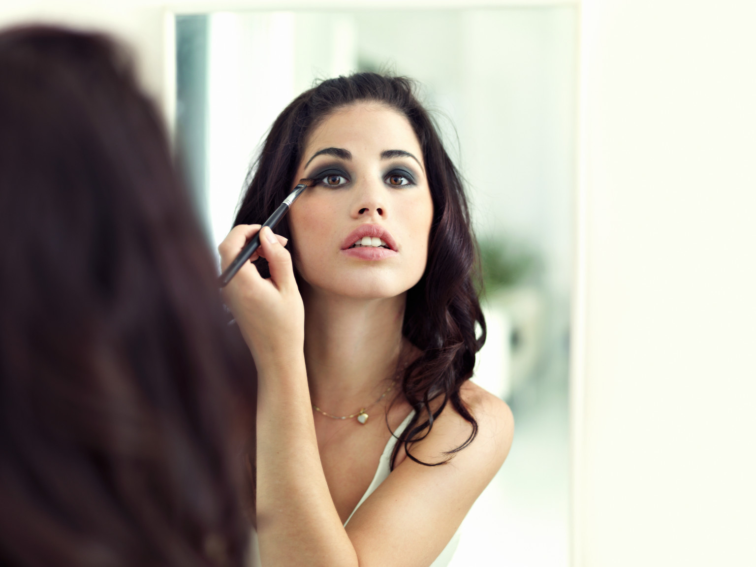 How to put makeup on like a model