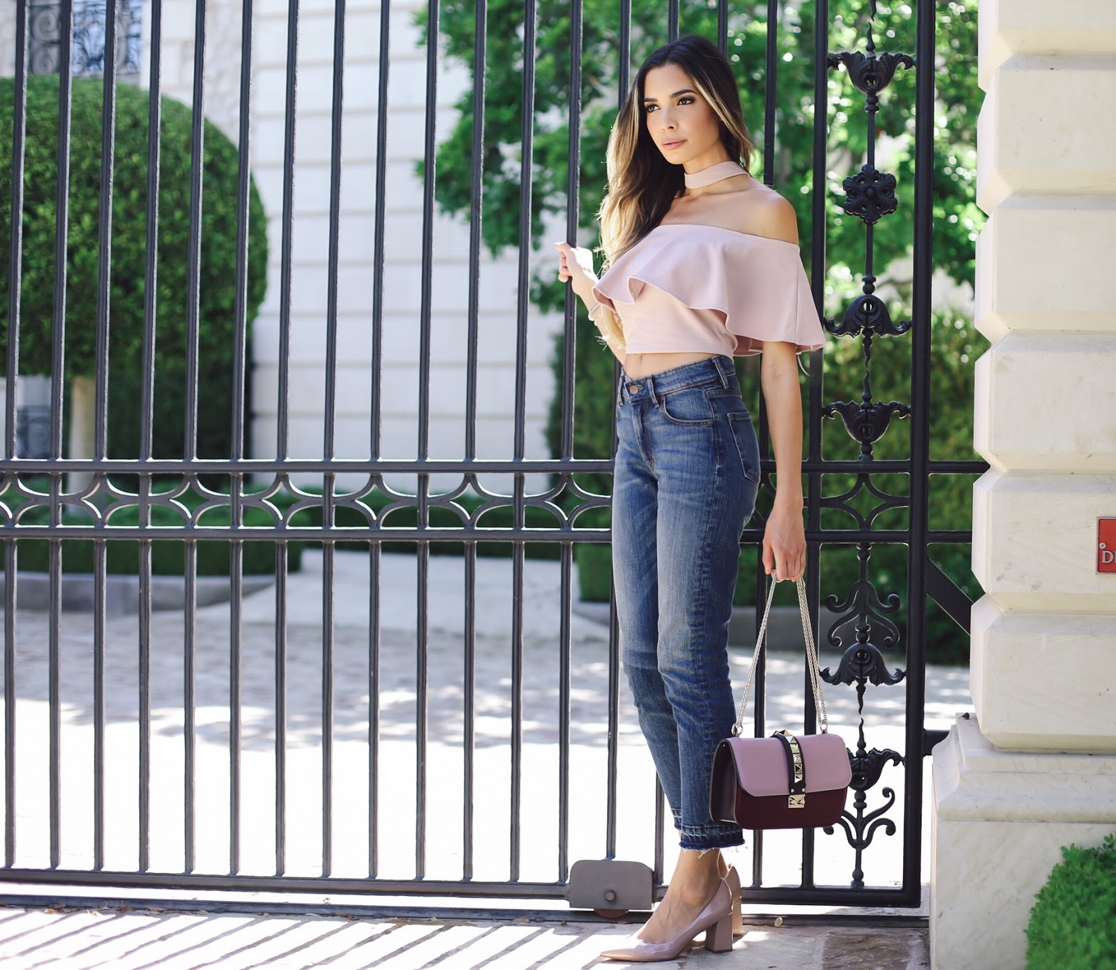 2336400080bbb5 How to Style High Waisted Jeans Like a True Fashionista